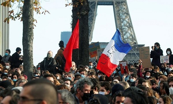 Protesters hold rally in central Paris over job cuts